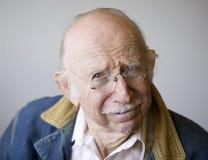 Älterer Mann in einer Jacke Lizenzfreie Stockfotos