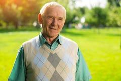 Älterer Mann lächelt Stockbilder