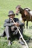 Älterer Mann mit Steuerknüppel lizenzfreie stockfotografie