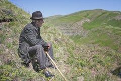 Älterer Mann mit Steuerknüppel lizenzfreie stockfotos