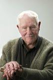 Älterer Mann mit Stock Stockfotos