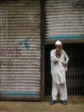 älterer Mann mit Telefon Lizenzfreie Stockbilder