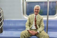 Älterer Mann in New- Yorku-bahn stockfotos