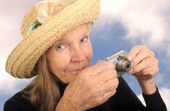 Älterer mit Kamera Lizenzfreie Stockfotografie