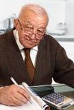 Älterer mit Rechner Stockbilder