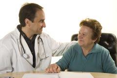 Älterer Patient an der Abfrage des Doktors Lizenzfreie Stockfotografie