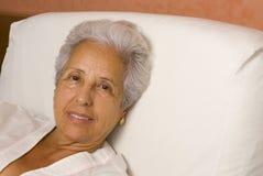 Älterer Patient im Bett Stockfotografie