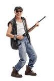 Älterer Punkrocker, der mit einem Stock spielt Stockfoto