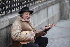 Älterer Straßenausführender Stockfotografie