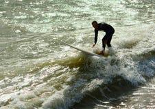Älterer Surfer stockfoto