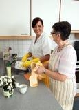 Älterer und Krankenschwester stockfoto