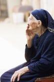 Älteres Frau sideview stockfoto