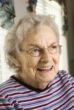 Älteres Frauen-Lächeln lizenzfreie stockfotografie