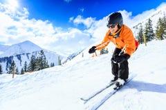 Älteres Frauen-Skifahren Lizenzfreie Stockfotos