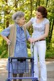 Älteres Frauengehen Stockfotografie