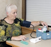 Älteres Frauengesundheitsinteresse stockbild