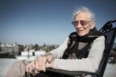 Älteres Frauenlächeln lizenzfreie stockfotos