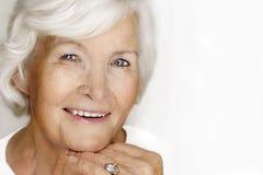 Älteres Frauenlachen Stockfoto