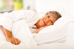 Älteres Frauenschlafen Lizenzfreie Stockfotos
