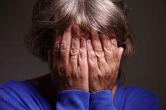 Älteres Frauenschreien Stockfoto