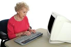 Älteres konfuses durch Technology stockbild