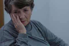 Älteres Leiden für Krise Stockbilder