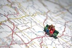 Älteres Paar erinnert sich an Reisen stockfoto