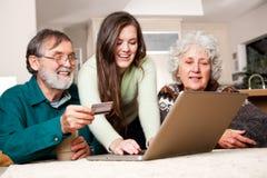 Älteres Paareinkaufen online Stockfotografie