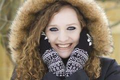 Älteres Porträt der Jugendlichen in der Winterkleidung Lizenzfreies Stockbild