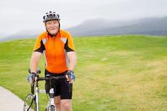 Älteres Radfahrerportrait Stockfoto