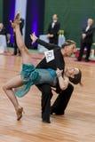 Älteres Tanzpaar von Brizinskiy Aleksandr und von Dobrovolskaya Tatjana führt erwachsenes lateinamerikanisches Programm durch Lizenzfreie Stockfotografie