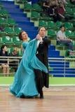 Älteres Tanzpaar von Brizinskiy Alexander und von Dobrovolskaya Tatjana führt erwachsenes europäischer Standard-Programm durch Stockbilder