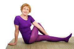 Älteres Yoga - flexibel Stockfotos