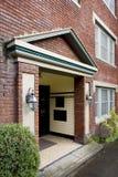 Älteres Ziegelstein-Wohnungs-Haus Stockbilder