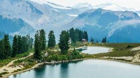 Älv- sjö och Mt Garibaldi Royaltyfri Bild