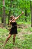 Älva för ung dam med en lång pilbåge Arkivfoton