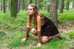 Älva för ung dam med en lång pilbåge Royaltyfri Foto