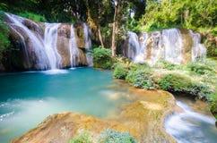 Än den sawan vattenfallet, paradisvattenfall i tropisk regnskog av Thailand, vattennedgång i djup skog på gränsen av Chaing rai a Royaltyfri Bild