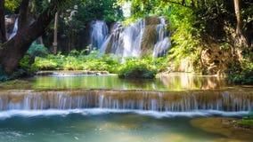 Än den sawan vattenfallet, paradisvattenfall i tropisk regnskog av Thailand, vattennedgång i djup skog på gränsen av Chaing rai a Fotografering för Bildbyråer