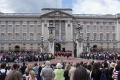 Ändern der Abdeckung am Buckingham Palace London Lizenzfreie Stockfotografie