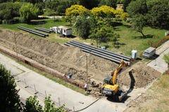 Ändern der Rohre der Fernheizung und der Warmwasserversorgungsanlage stockbilder