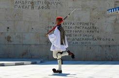Ändern der zeremoniellen Ausleseinfanterie Evzones nahe dem Parlament in Athen, Griechenland am 23. Juni 2017 Lizenzfreies Stockfoto