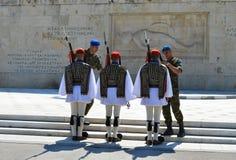 Ändern der zeremoniellen Ausleseinfanterie Evzones nahe dem Parlament in Athen, Griechenland am 23. Juni 2017 Lizenzfreies Stockbild