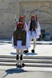 Ändern der zeremoniellen Ausleseinfanterie Evzones nahe dem Parlament in Athen, Griechenland am 23. Juni 2017 Lizenzfreie Stockbilder