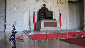 Ändern des Schutzes bei Chiang Kai-Shek Memorial Hall HD stock footage
