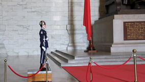 Ändern des Schutzes bei Chiang Kai-Shek Memorial Hall HD stock video footage