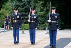 Ändern des Schutzes am Grab des Unbekannten an Arlington-Na Stockfotografie