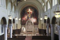 Ändern Sie in der römisch-katholischen abaondoned Kirche Stockbilder