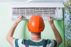 Ändern Sie Klimaanlagenfilter Lizenzfreies Stockfoto