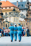 Ändern von am Prag-Schlossschutz in Prag Stockfotos
